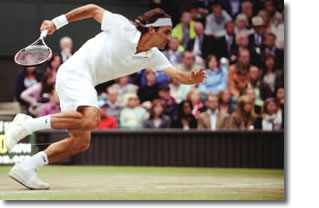 Roger Federer elegant in the chase on Centre Court